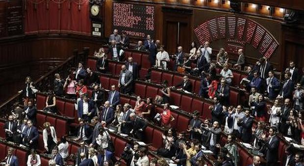 Taglio parlamentari, Camera vota si
