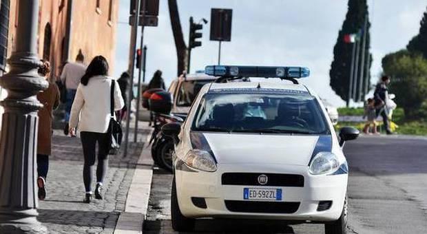 Roma, bufera sui vigili: auto con l'assicurazione scaduta