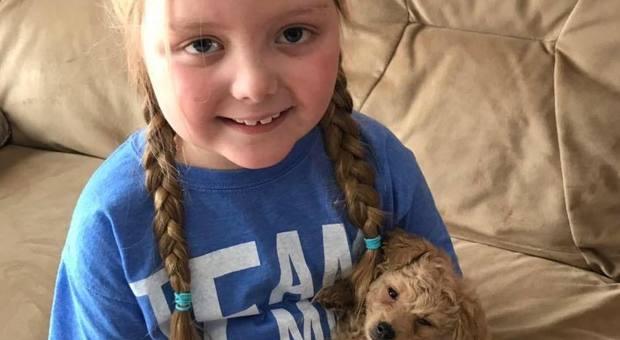 Emma non ce l'ha fatta, malata di cancro riceveva foto di cani da tutto il mondo: «Si è spenta a 8 anni tra le braccia della mamma»
