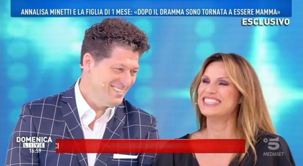 Annalisa Minetti a Domenica Live: «Potrei riavere la vista grazie a mia figlia»