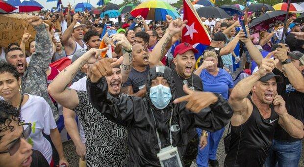 Cuba, un morto nei disordini: dagli Stati Uniti sostegno alle proteste, l'Iran difende il regime