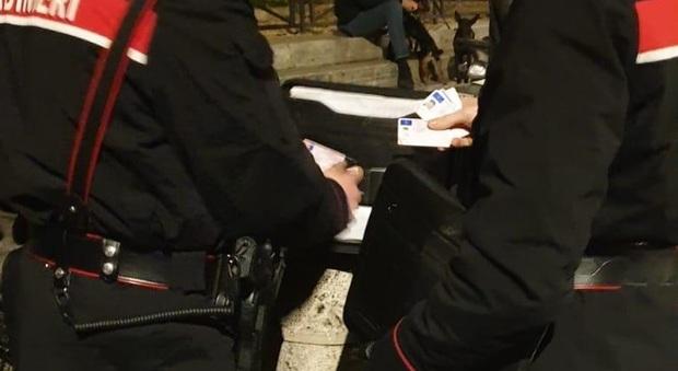 Donna minaccia tre ragazze vicino la stazione Termini, intervengono i carabinieri
