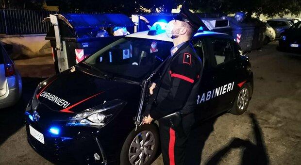 Roma, in giro durante il coprifuoco fugge da un controllo, era alla guida senza patente