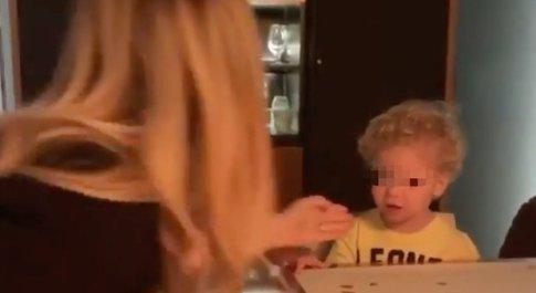 Chiara Ferragni balla durante la cena, Leone va fuori di sé: la reazione del bimbo spiazza tutti. «Ma che dice?»