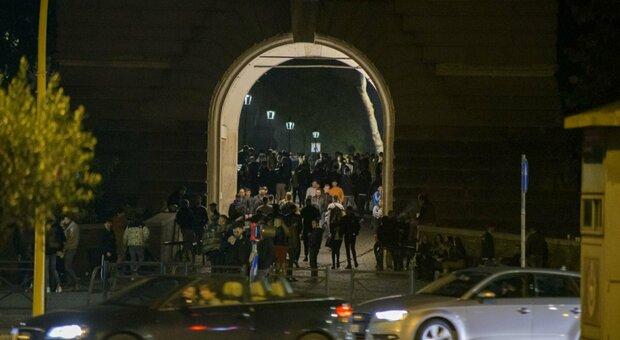 Roma, troupe Rai aggredita a Ponte Milvio: «daspo Willy» per due ultras arrestati