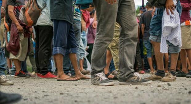 Oms, dai piani nazionali di vaccinazione esclusi 46 milioni di sfollati e migranti