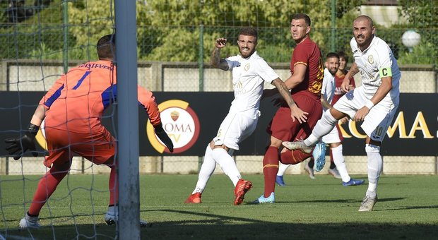 Dzeko in gol contro il Trastevere