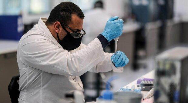 Vaccino Oxford, presidente Irbm di Pomezia: «Si può conservare in frigorifero, sufficiente una dose»