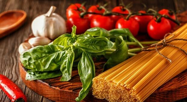Dieta mediterranea, seguirla mantiene la mente giovane: lo studio dell'università di Edimburgo
