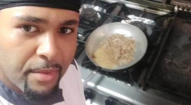 Chef cerca monolocale in affitto, l'agenzia gli risponde: «Il proprietario non vuole gay, neri e cani»