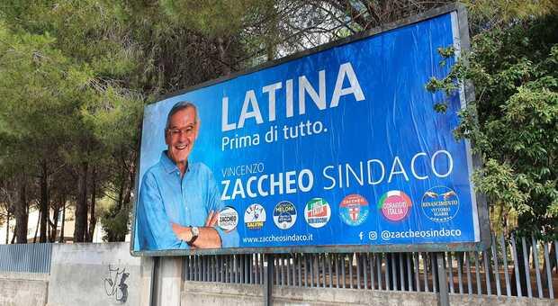 Un cartellone di Zaccheo, suo il preventivo più alto per le elezioni a Latina