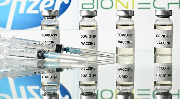 Gran Bretagna, campagna vaccinale avanzata e terza dose da settembre