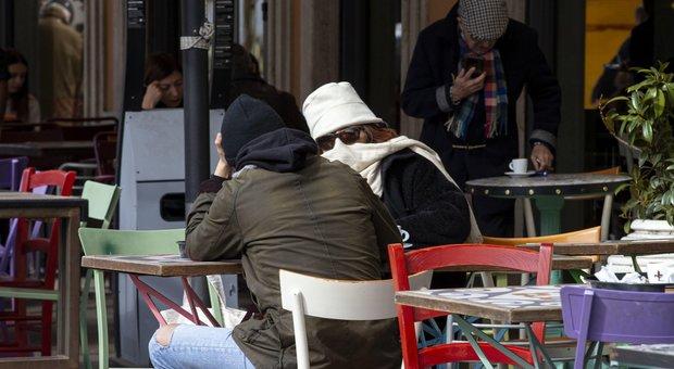 Il Coronavirus non ferma la movida, assembramenti e locali aperti: denunciati dieci gestori di pub e discoteche