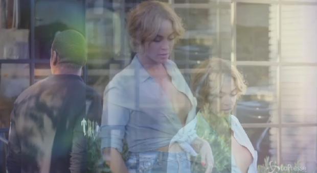 Beyoncé nude look: a spasso con Jay Z senza reggiseno