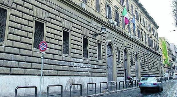 Roma dramma a regina coeli detenuto si impicca in bagno - Si fa in bagno 94 ...
