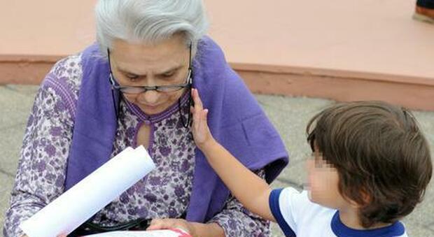 La Corte di Strasburgo condanna l'Italia: «Impedisce i contatti nonna-nipote». Il caso in una famiglia rom