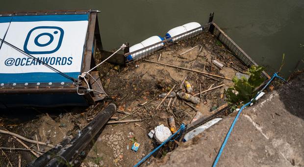 Tevere, ecco le barriere anti-plastica a ponte Mazzini e ponte Sisto