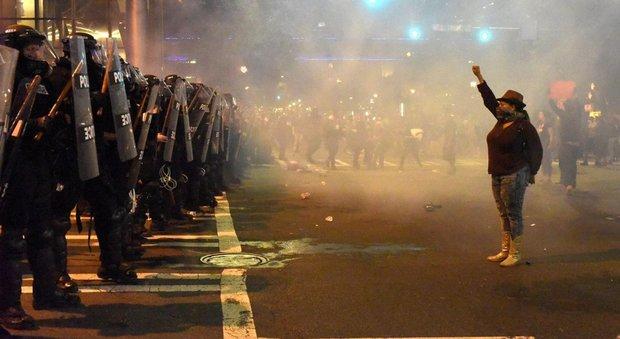 Charlotte, seconda notte di scontri: dichiarato lo stato di emergenza