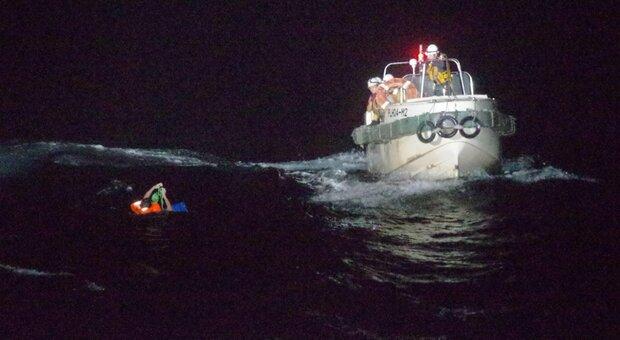 Giappone, nave con 43 persone a bordo investita dal tifone Maysak: 42 dispersi, salvo un uomo in mare da 30 ore