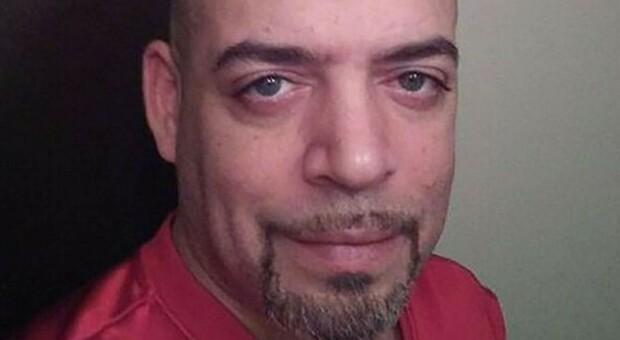 Uccide un afroamericano disarmato in garage, il poliziotto Adam Coy licenziato