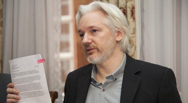 Usa, «Assange aiuta la Russia», l'attacco del New York Times