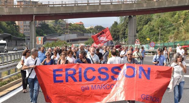 La manifestazione dei lavoratori della Ericsson a Genova