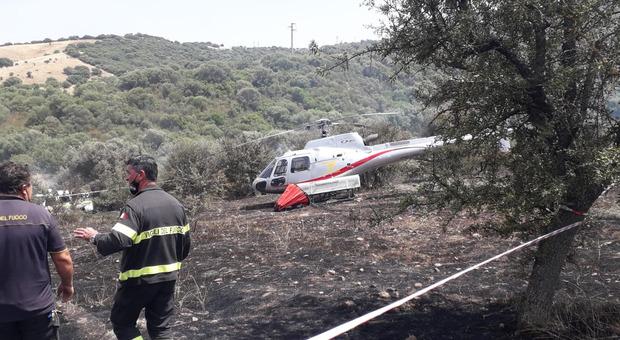 Elicottero Airbus urta i cavi dell'alta tensione e precipita in Sardegna: la manovra salvavita del pilota Che cos'è il secchio di Bambi