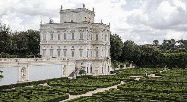 Colao celebrato e scaricato, ma sarà a Villa Pamphili. Il Mef: extra deficit per rafforzare Fondo di garanzia