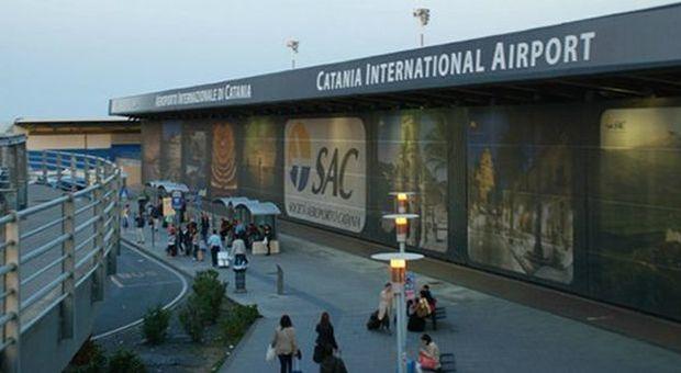 «Donna di Modica positiva al virus prende due aerei e nessun controllo»: la denuncia del sindaco