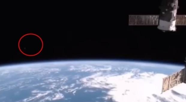 Un frame del video tratto dalla diretta della Nasa dallo spazio