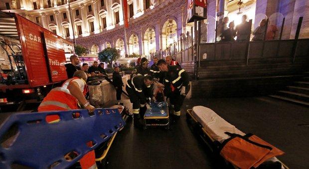 Roma, panico nella metro A: dopo il crollo delle scale le altre stazioni sotto inchiesta