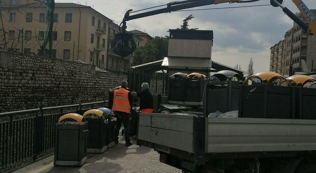Asporto e rifiuti, parte l'offensiva dell'Asm In centro arrivano nuovi cestini e sarà intensificato il servizio di pulizia
