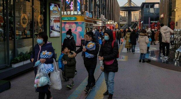 Covid, stretta della Cina per il Capodanno (12 febbraio): «Niente viaggi, feste e riunioni. Solo acquisti online»