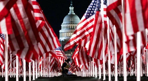 Insediamento Biden: 200mila bandiere al posto del pubblico in una Washington blindata