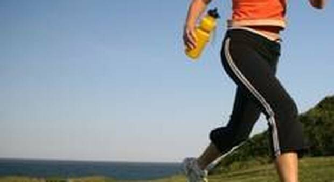 Aggredita e violentata mentre fa jogging sulla ciclabile: arrestato un 32enne clandestino