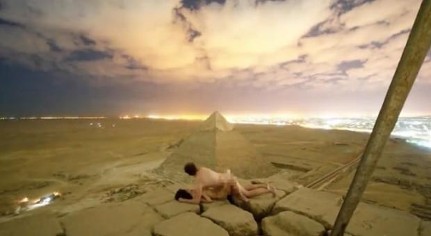 Sesso sulla piramide di Cheope, arrestati due egiziani che hanno aiutato la coppia