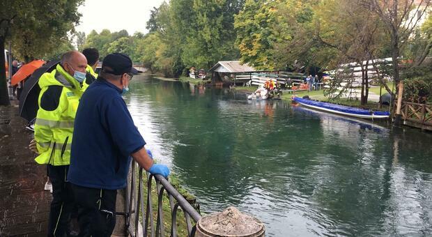 Tragedia in pieno centro a Treviso: ragazzino disperso nel fiume Sile