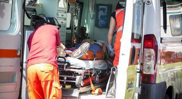 Scontro tra tram e pulmino, tre feriti tra cui un ragazzo di 15 anni