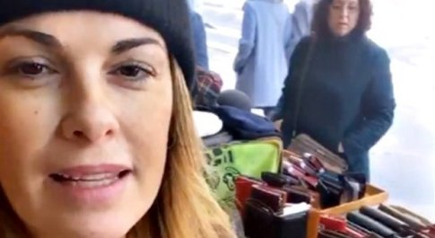 Vanessa Incontrada, niente vacanze di lusso: commessa nella bancarella di papà