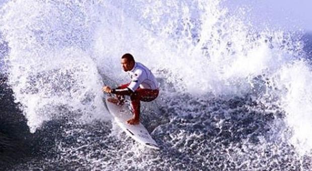 Garcia, leggenda del surf, esce dal coma e torna a parlare. La figlia: «È il mio guerriero»
