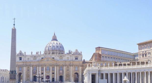 Il Vaticano non chiude gli uffici «allo scopo di evitare il contagio»: la gaffe nel comunicato, 4 i positivi
