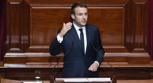 Macron alle camere riunite parlamento ridotto di un for Camere parlamento