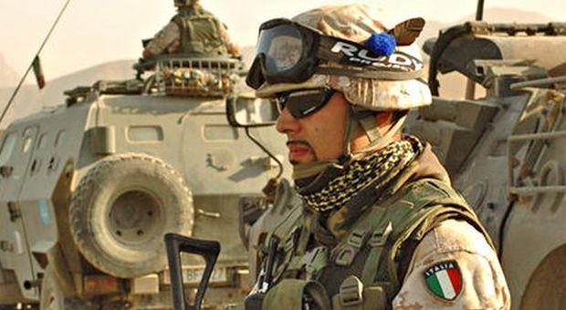 Iran, allerta per i soldati italiani. Guerini: «No al disimpegno»
