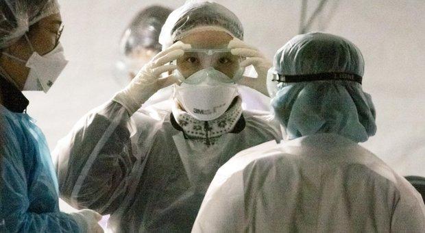 Coronavirus, teme che la moglie abbia il Covid-19 e la chiude in bagno per giorni: liberata dalla polizia