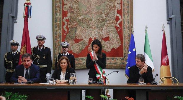 La sindaca Virginia Raggi tra Ruth Dureghello e Luca Bergamo