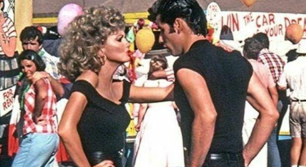 Grease, social in rivolta contro il musical simbolo degli anni 80: «Sessista e misogino»