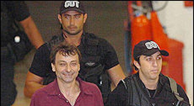 Brasile, l'ex terrorista Cesare Battisti tenta di fuggire in Bolivia: arrestato
