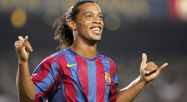 Ronaldinho con la maglia del Barcellona di Spagna (2003-2008)