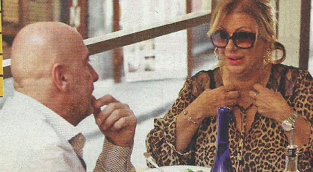 Tina Cipollari e il fidanzato Vincenzo Ferrara a pranzo insieme (Nuovo)