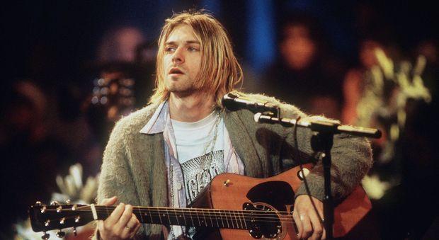Nirvana, l'ex marito della figlia di Kurt Cobain non vuole restituire la chitarra usata per l'Mtv Unplugged